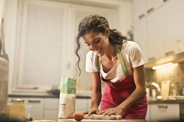 chef femme en cuisine
